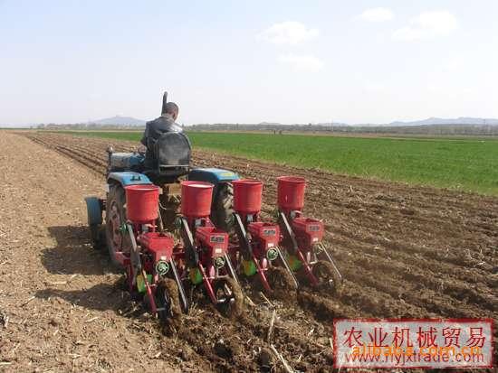 本厂家常年供应全新玉米播种机