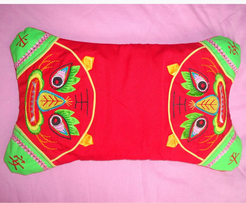 绣花老虎枕头套 婴幼儿驱邪保平安老虎枕 传统民族风图片,绣花老虎