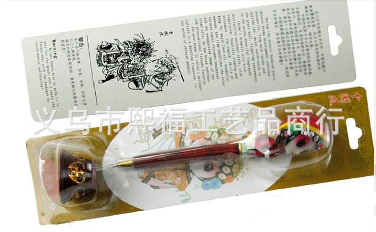 产品先入PVC原片吸塑(折边),插彩卡.   彩卡正面四色印刷