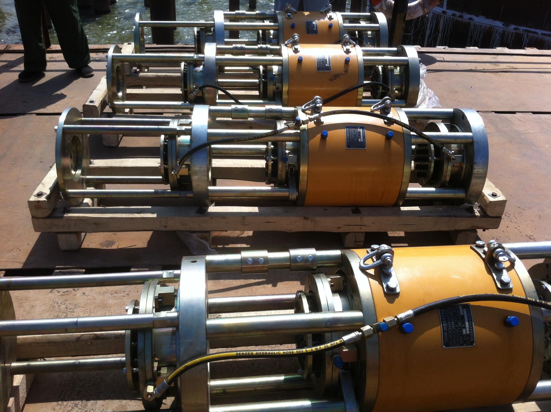 钢绞线同步液压提升系统上中下三套都为自动工具锚,顶部为了防止钢图片