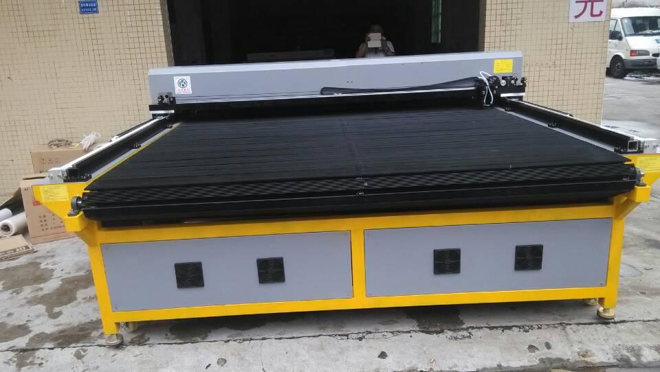 激光裁剪机 苏州布艺沙发激光裁剪机 皮料切割机 多层布料激光 阿里巴图片