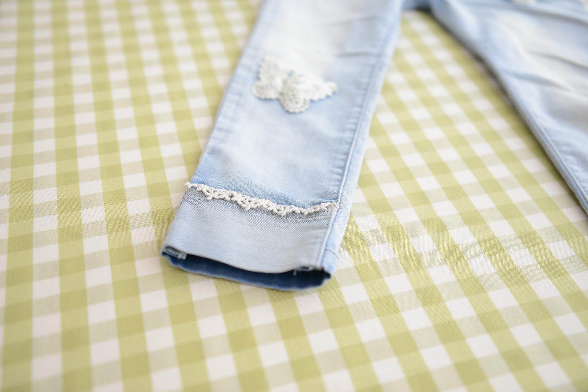 花边牛仔裤 2015春款新款女童蝴蝶刺绣花边牛仔裤小脚裤长裤 阿里巴巴