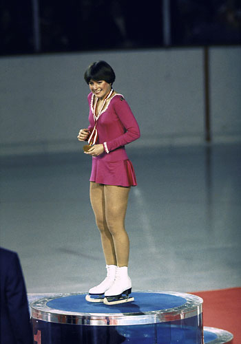 Go Back Pix For Dorothy Hamill Wedge Haircut Back View/feed/rss2 ...